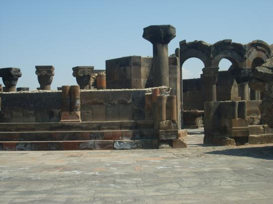 Temple païen de Zvartsnots
