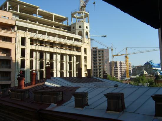 Erevan, lever de soleil sur les constructions en cours